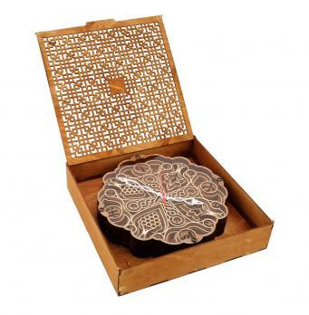 Резная подарочная коробка из дерева